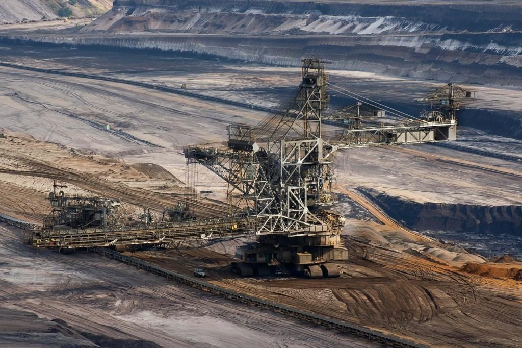 koparka w odkrywkowej kopalni węgla