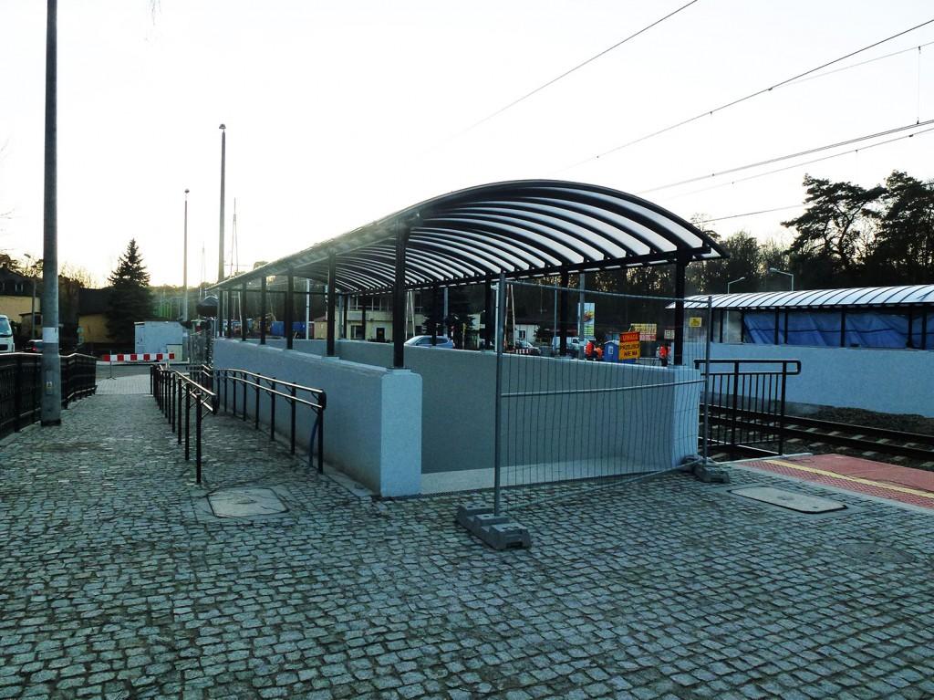 wiata przejścia na stacji Puszczykowo grudzień 2016