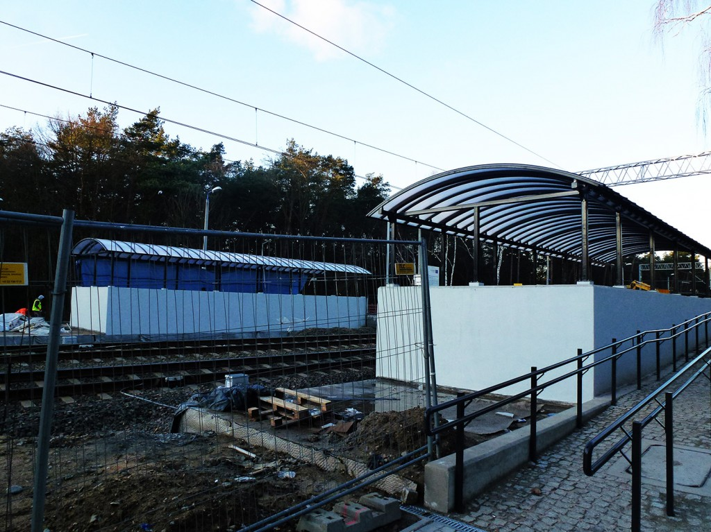 wiaty przejścia na stacji Puszczykowo grudzień 2016