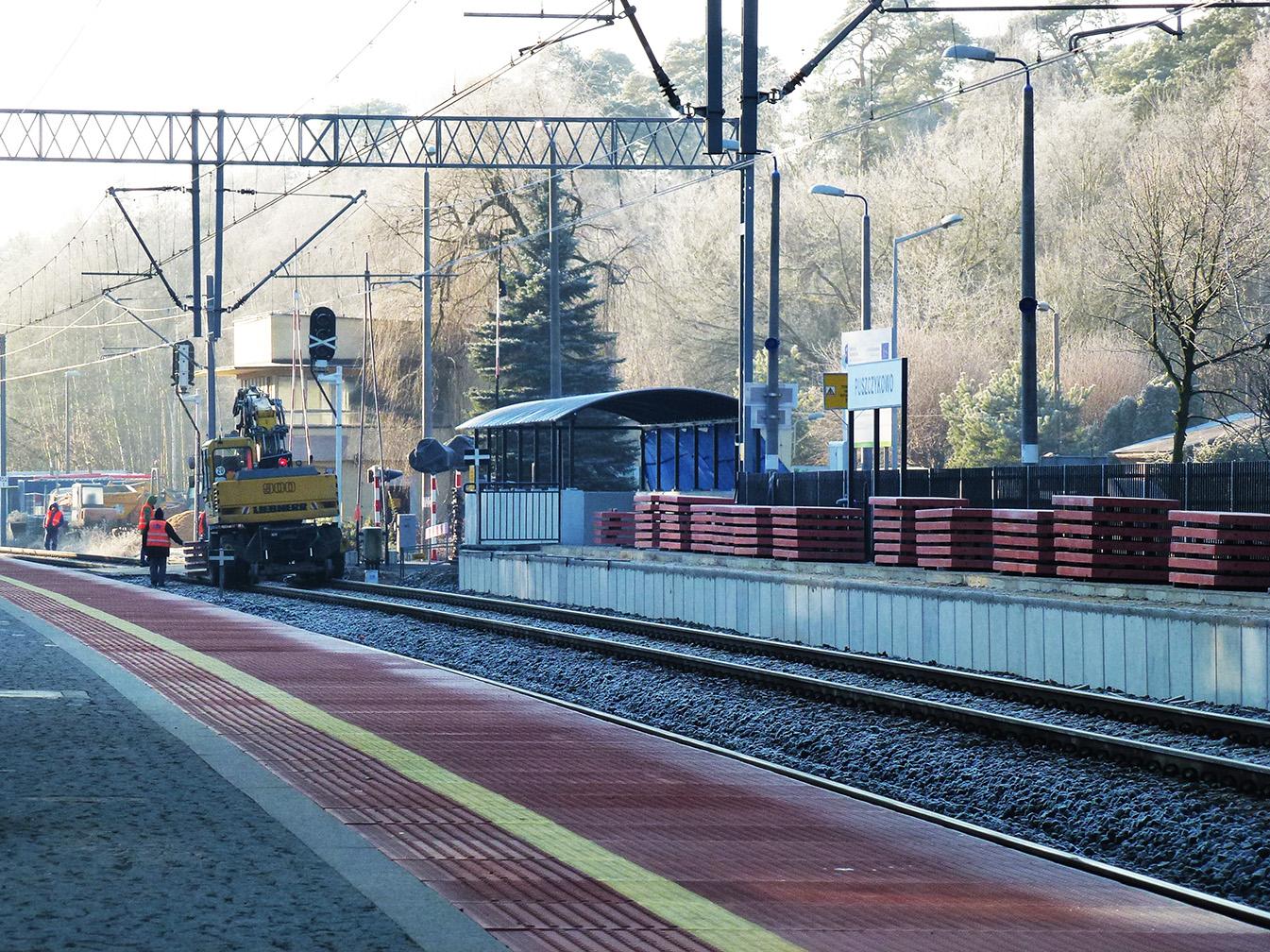 wymiana płyt na peronie dworca w Puszczykowie 13 12 2016 2